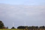 6509-feld-geerntet-himmel-wolken-windraeder