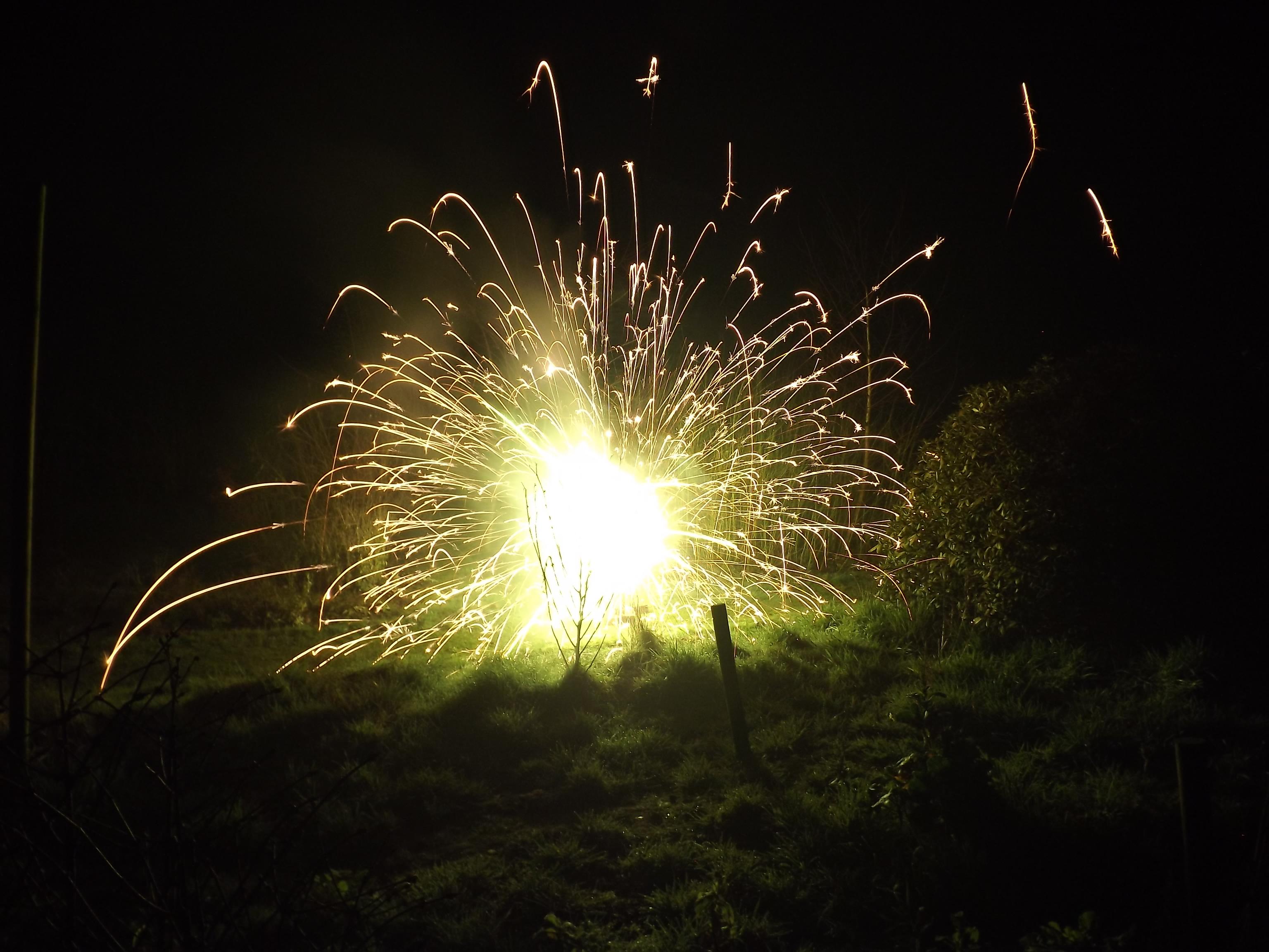 feuerwerk-grosse-explosion-boden-4543