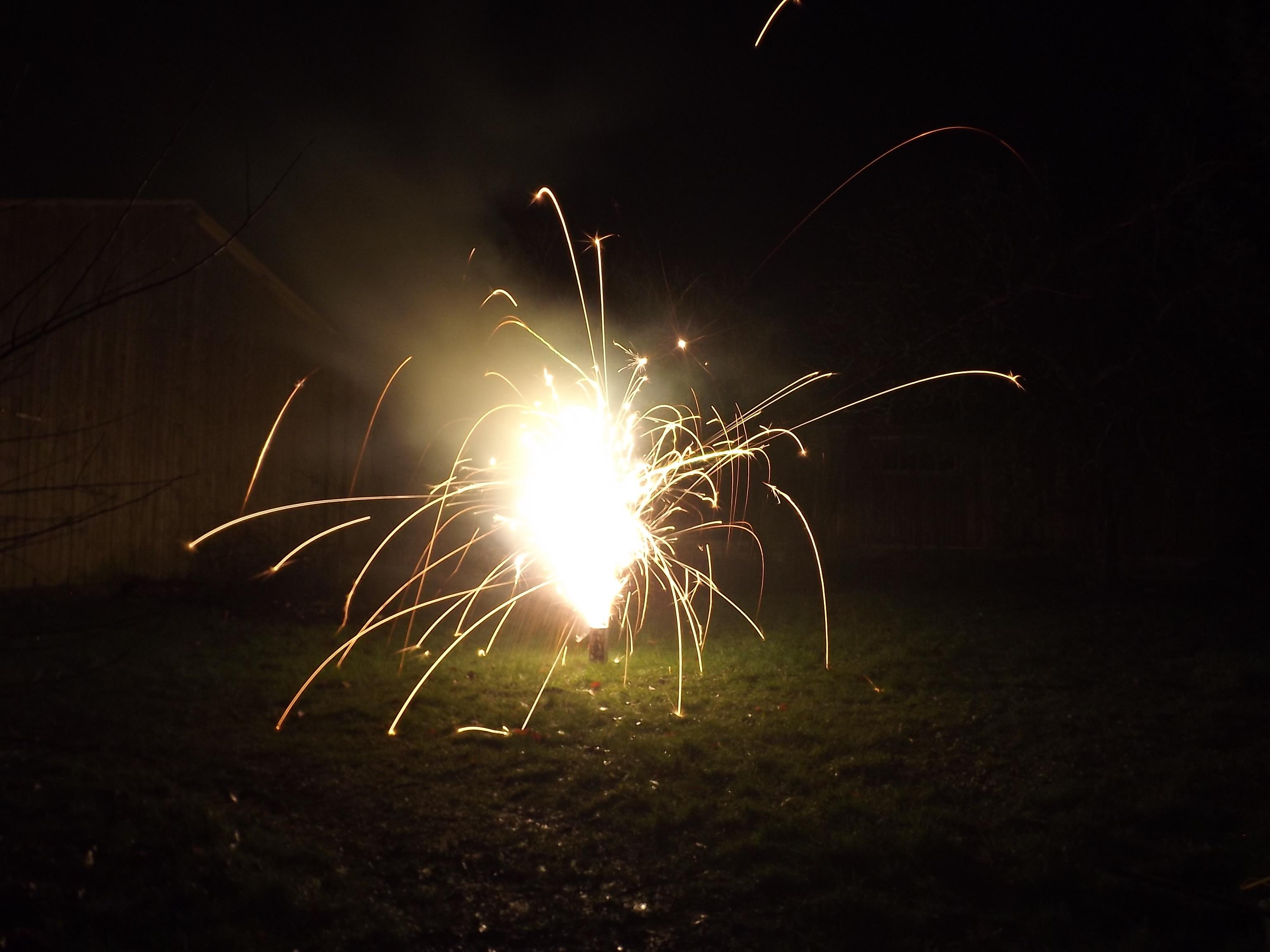 6733-feuerwerk-silvester-neujahr-crackling