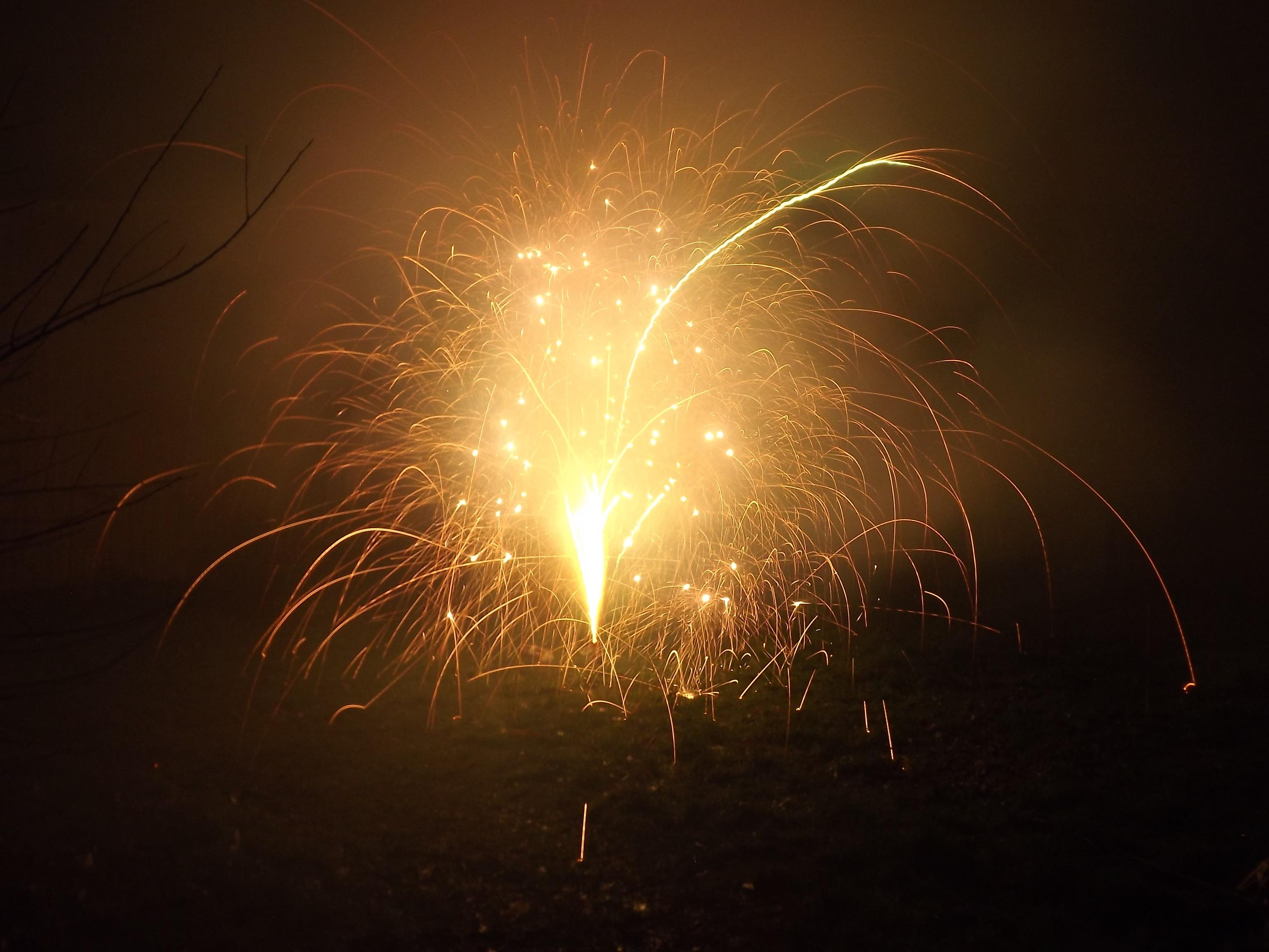 6744-feuerwerk-silvester-neujahr-crackling-orange-gruen