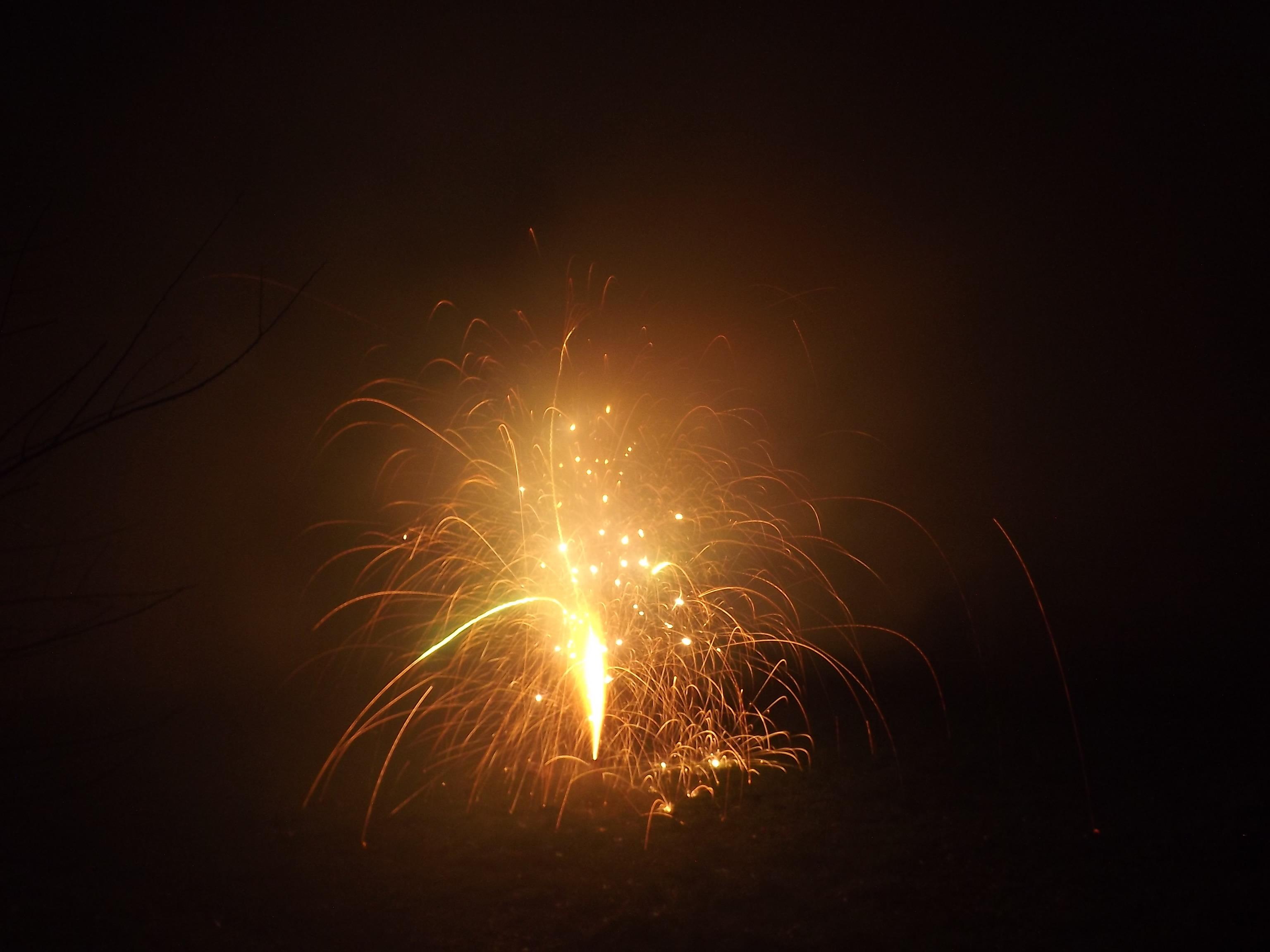 6746-feuerwerk-silvester-neujahr-explosion-crackling