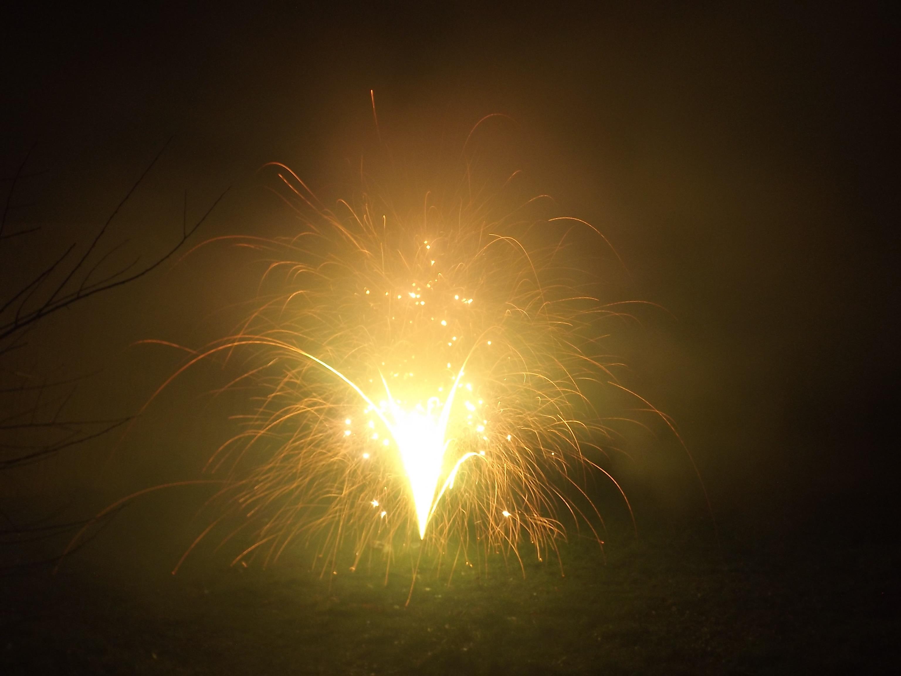 6747-feuerwerk-silvester-neujahr-crackling-rauch