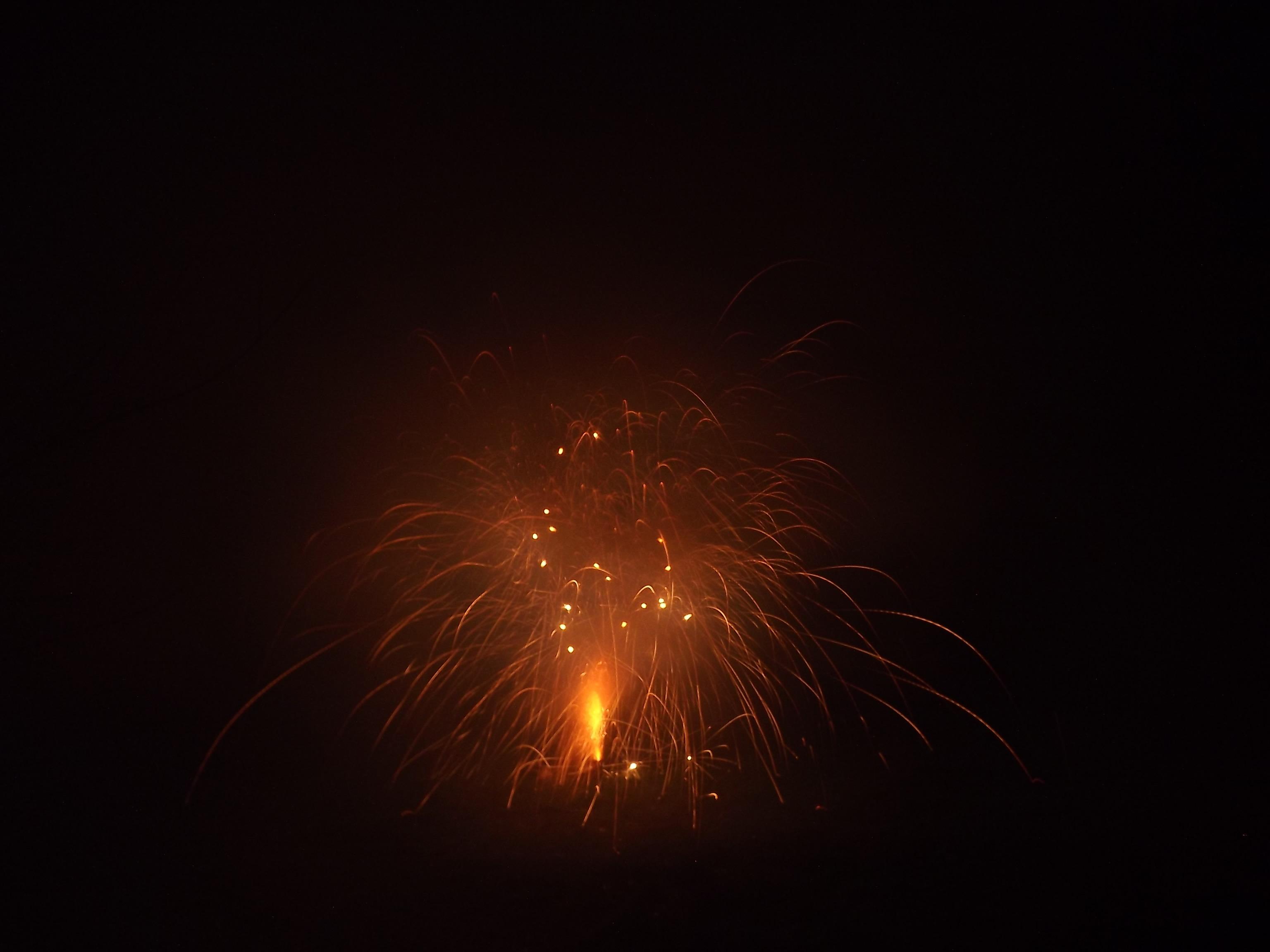 6749-feuerwerk-silvester-neujahr-glut-feuer