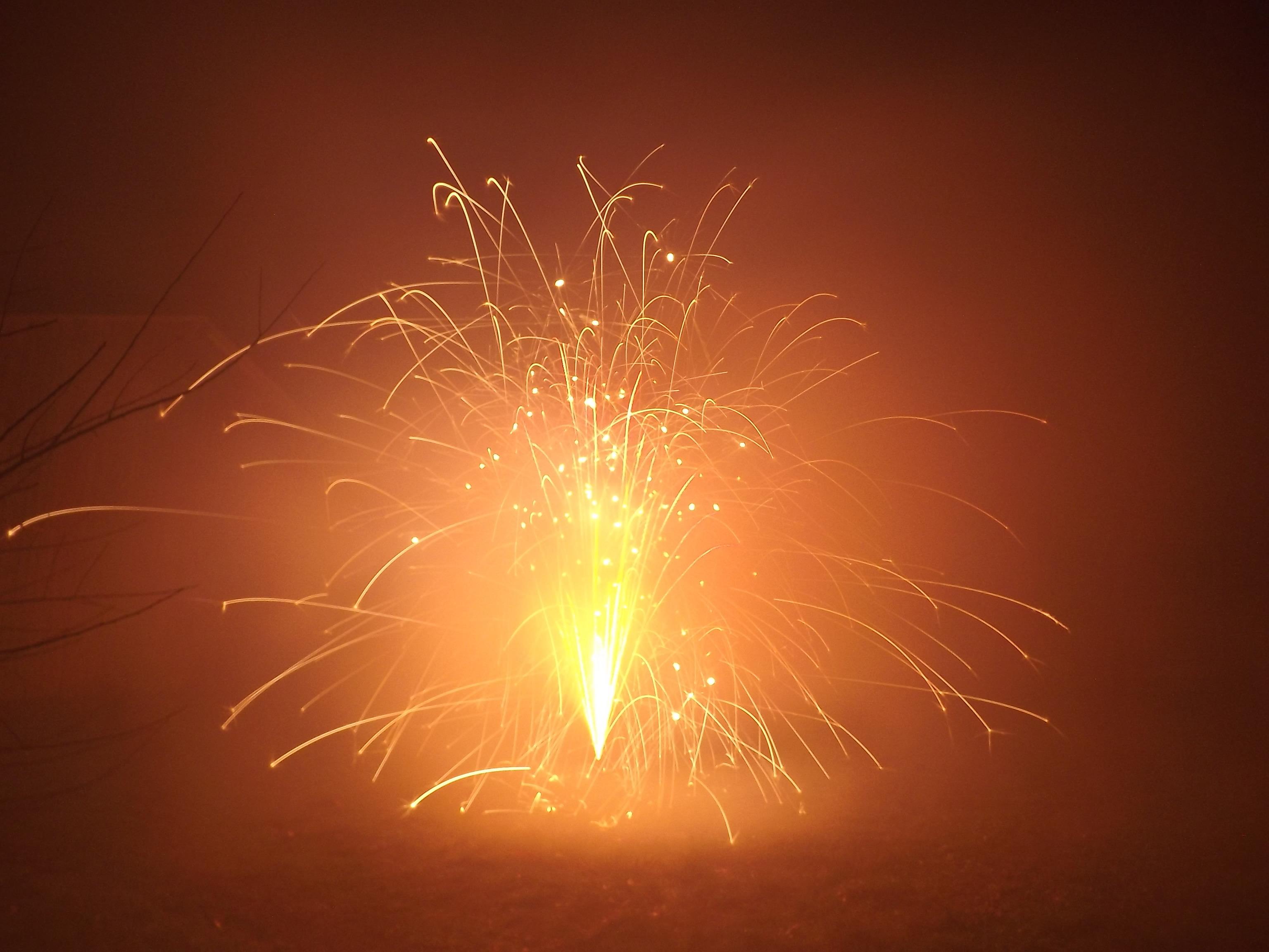 6750-feuerwerk-silvester-neujahr-glut-flammen