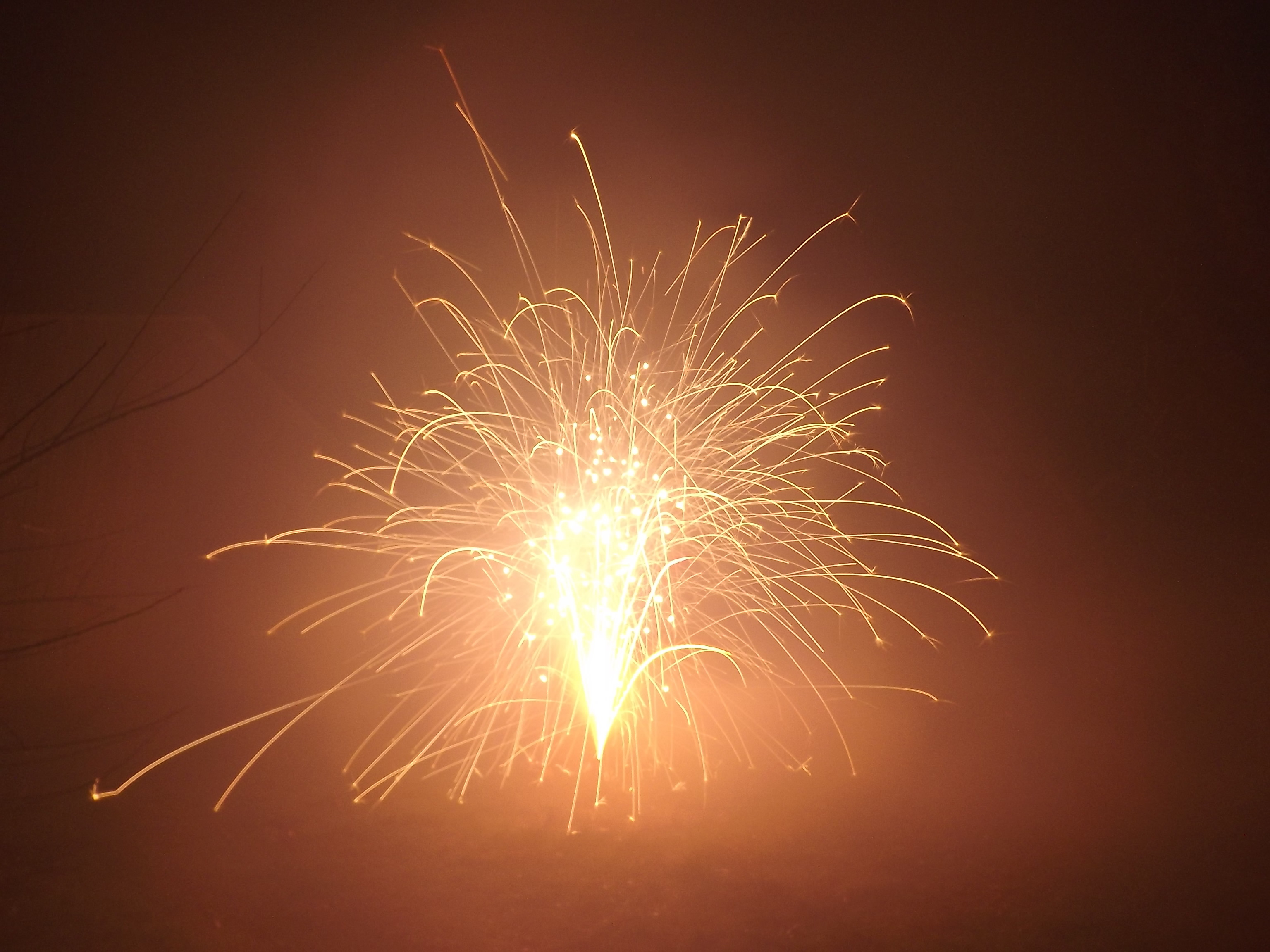 6751-feuerwerk-silvester-neujahr-explosion-rauch