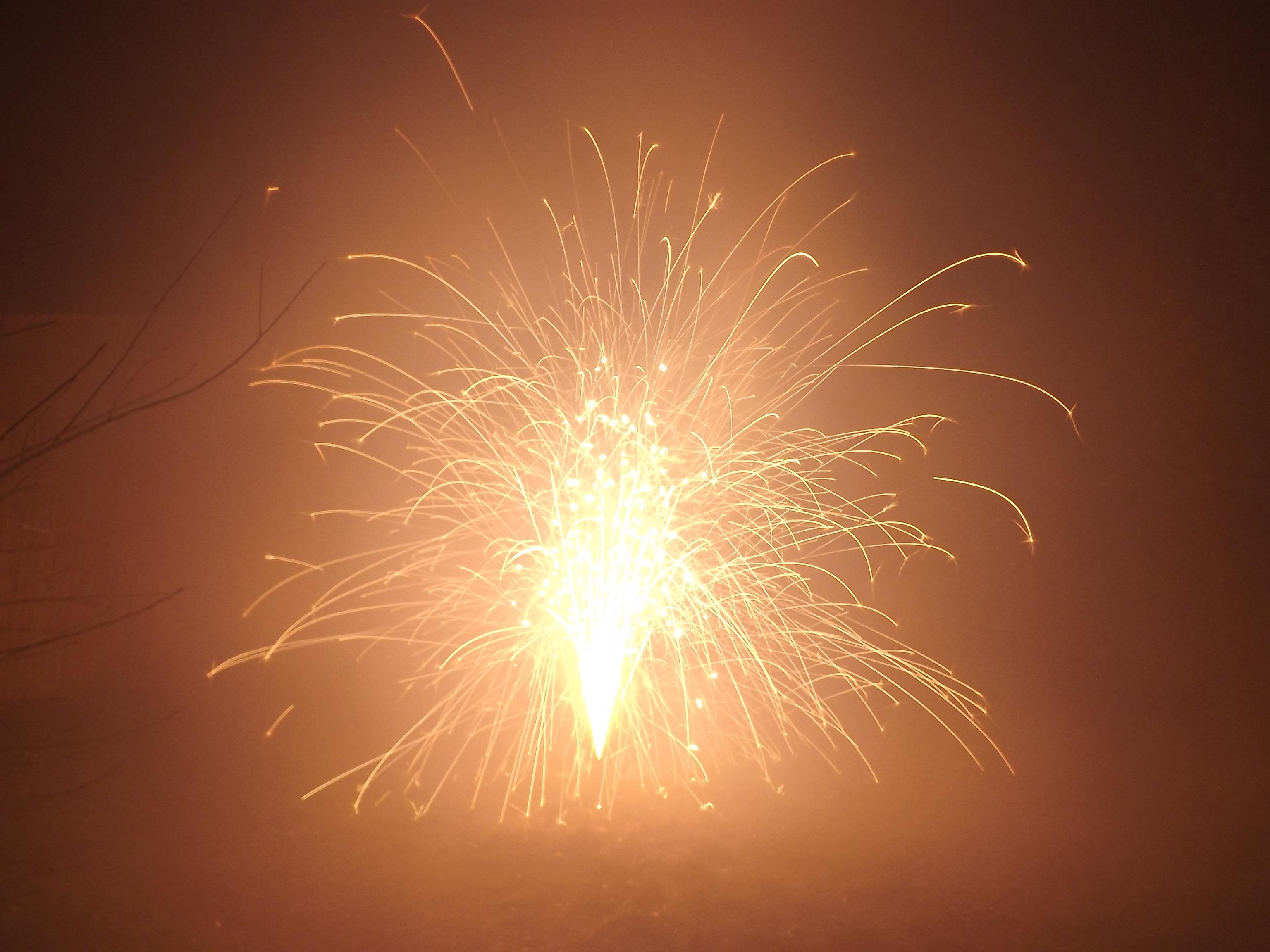6752-feuerwerk-silvester-neujahr-explosion-leuchten