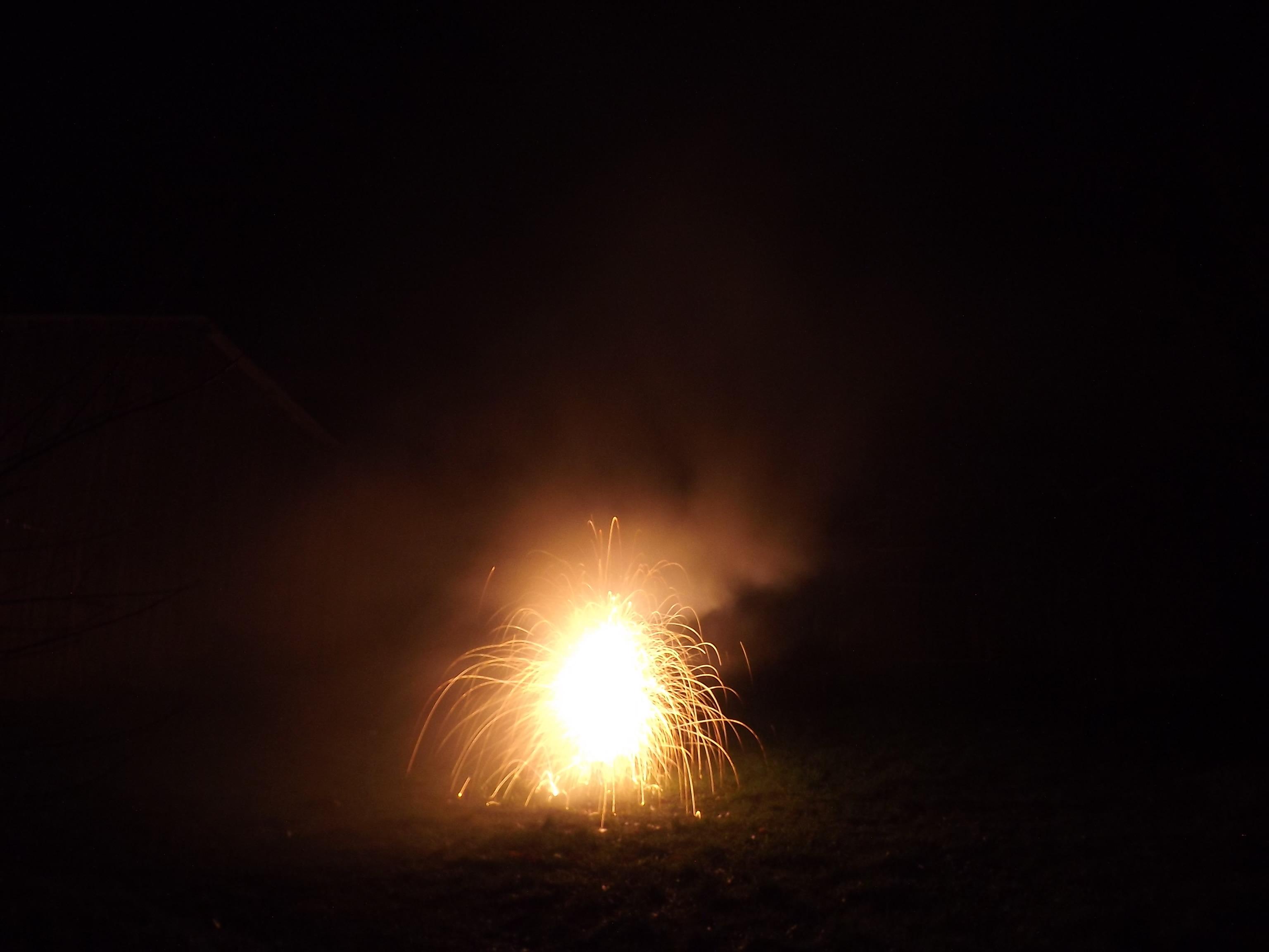 6760-feuerwerk-silvester-neujahr-feuer-orange
