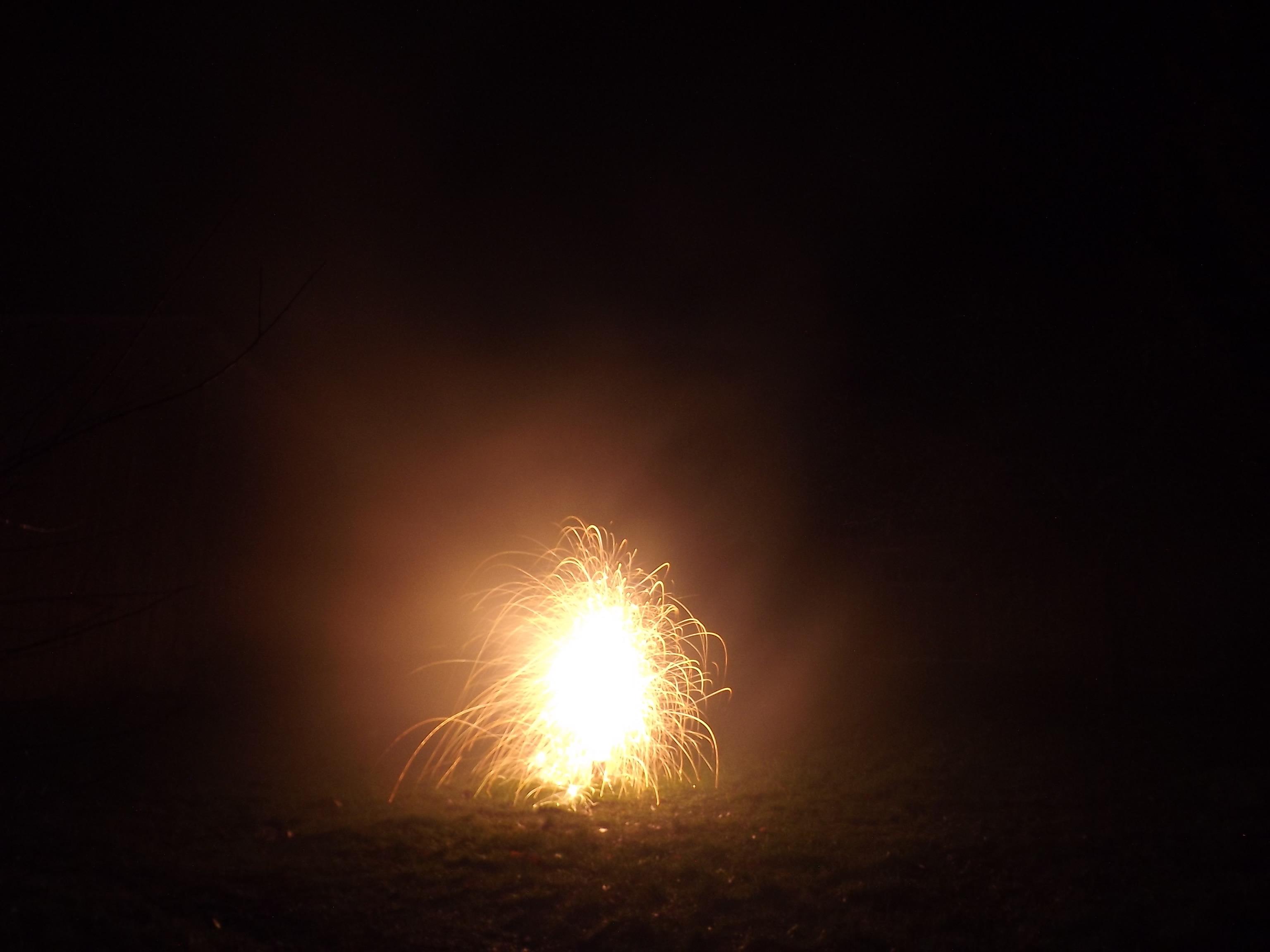 6763-feuerwerk-silvester-neujahr-feuer-orange
