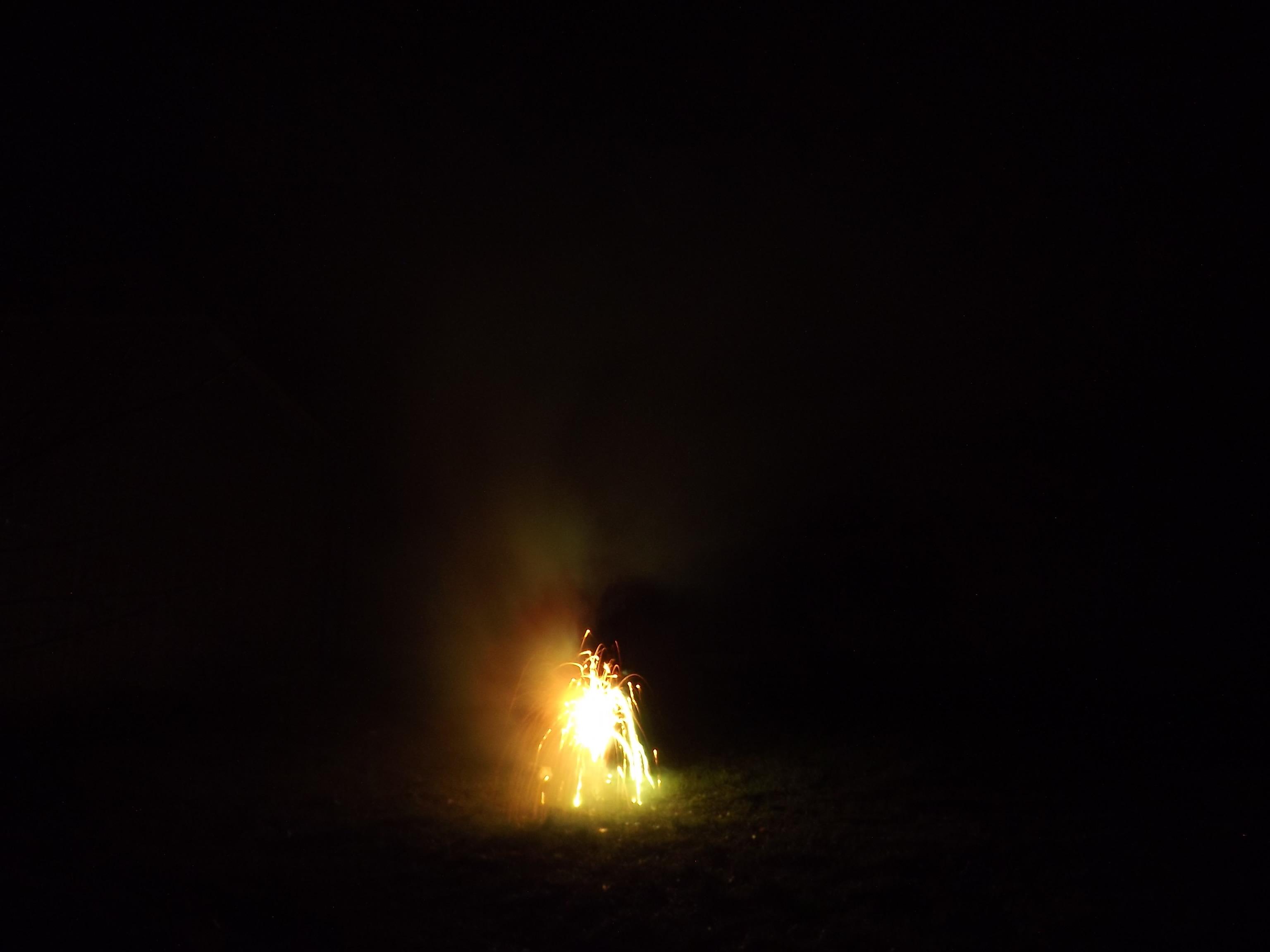 6767--feuerwerk-silvester-neujahr-orange-gruen
