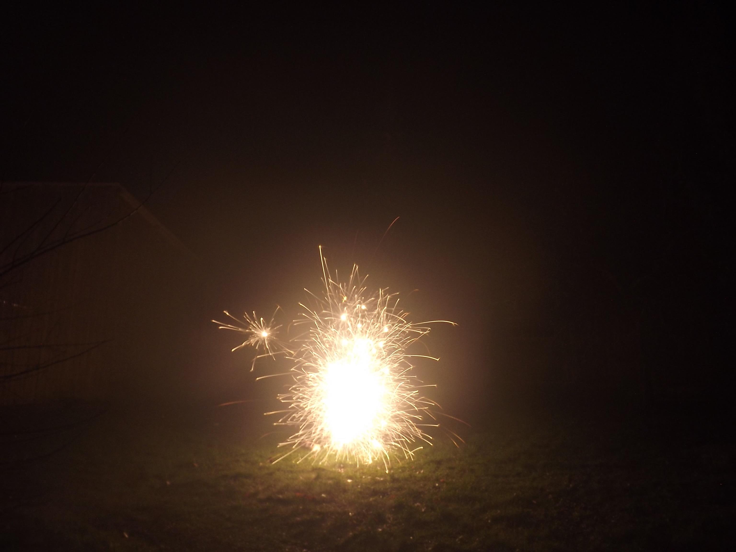 6771-feuerwerk-silvester-neujahr-feuer-crackling