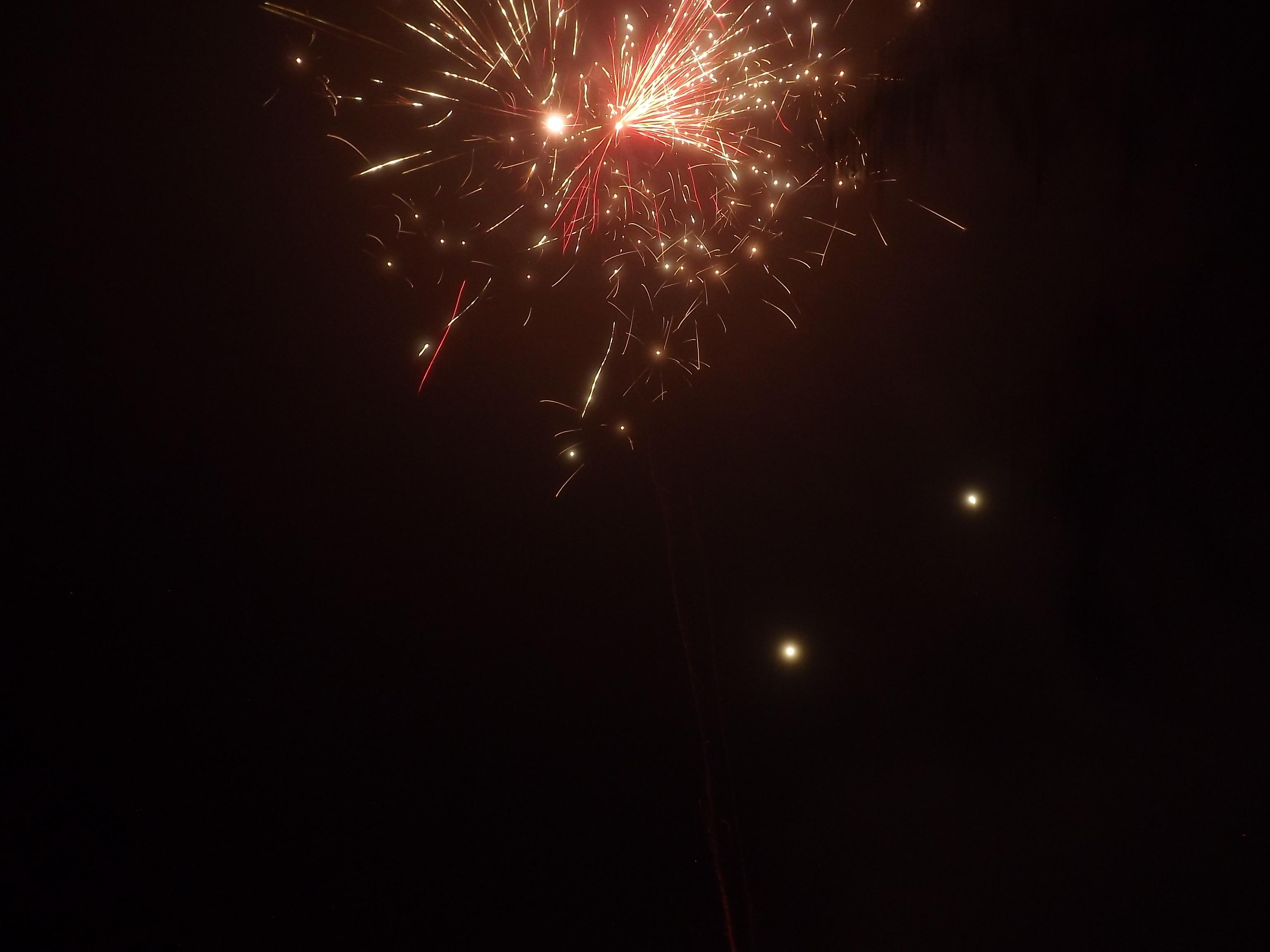 9039-bombe-feuerwerk-rot-gold