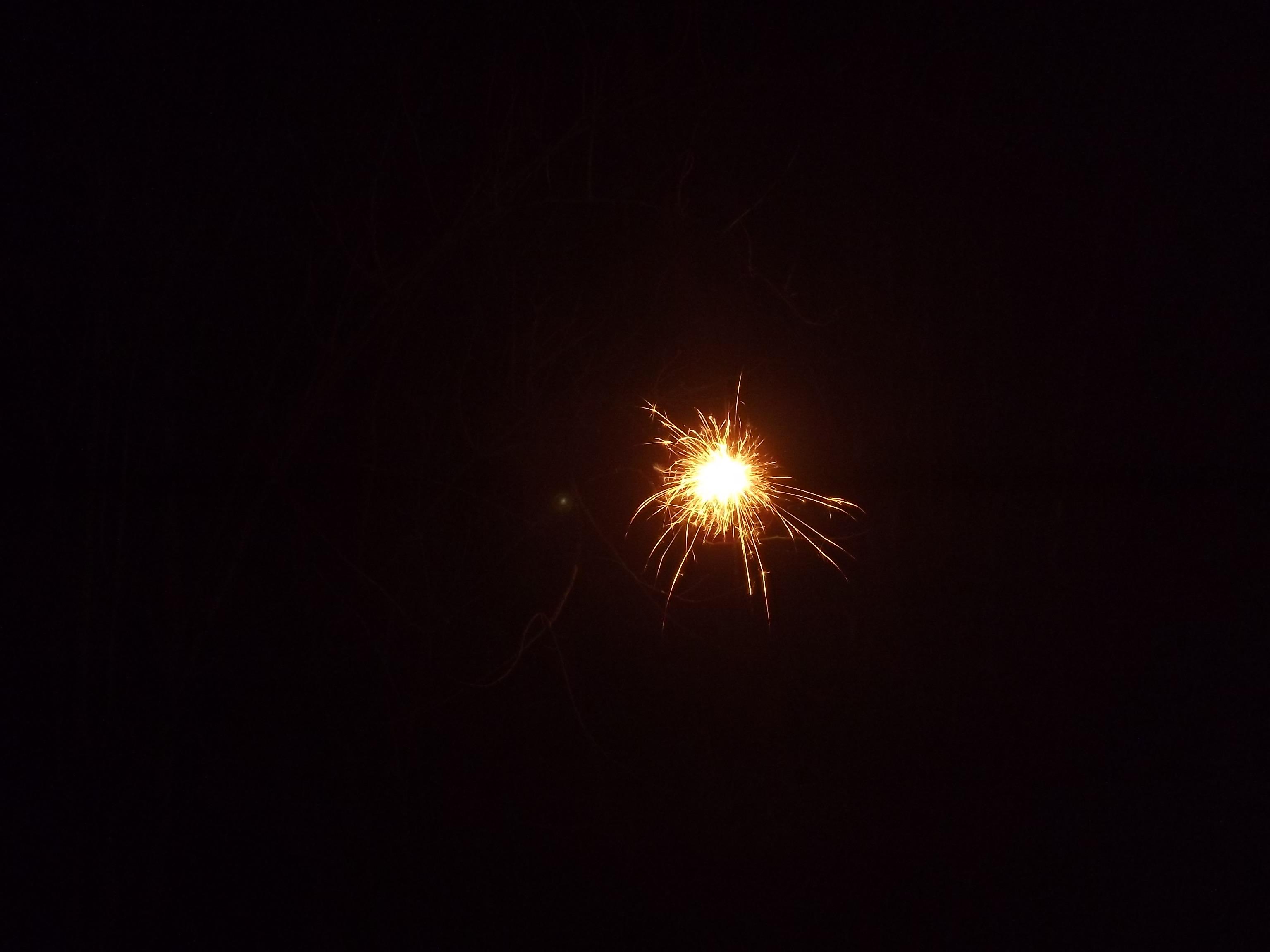 9057-eine-wunderkerze-dunkel