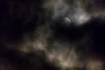 nacht-wolken-belauchtet
