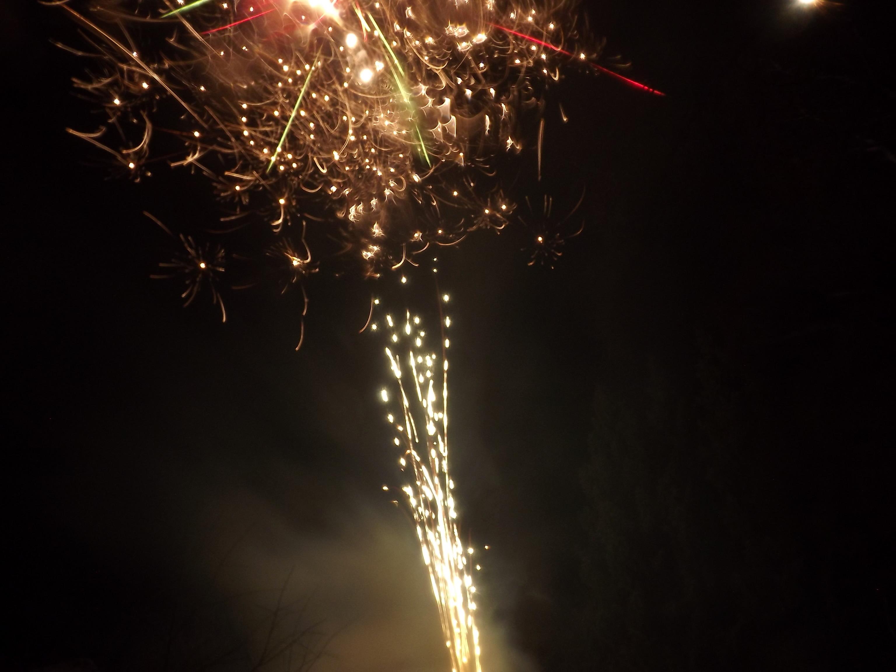 8330-feuerwerk-geknister-explosion