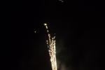8328-goldregen-flammen-feuerwerk