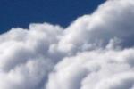 5260-wolke-nah-vor-blauem-himmel
