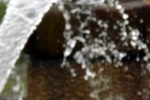 spritzendes-wasser-aus-dem-brunnen