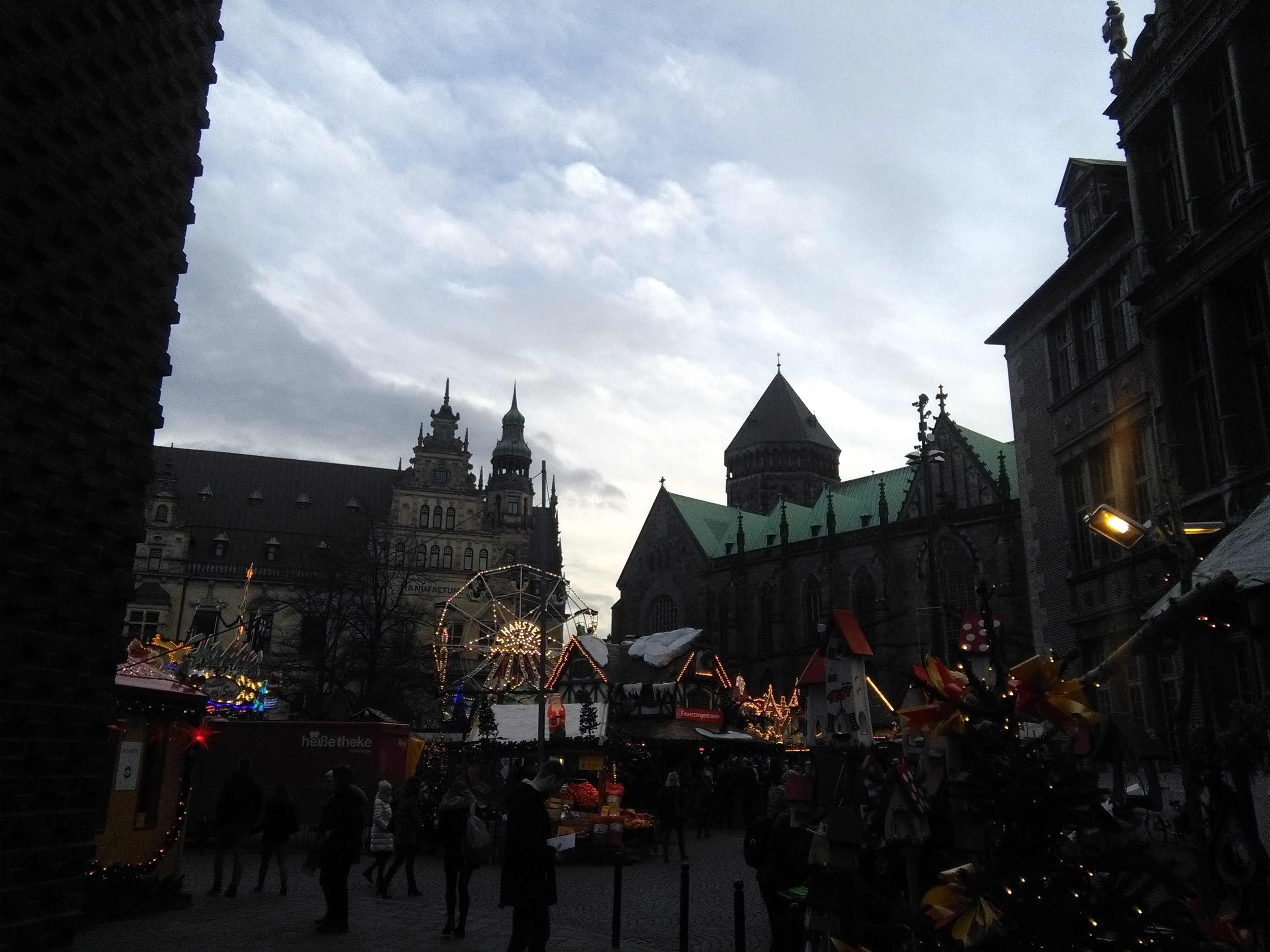 145137-weihnachtsmarkt-staende-riesenrad