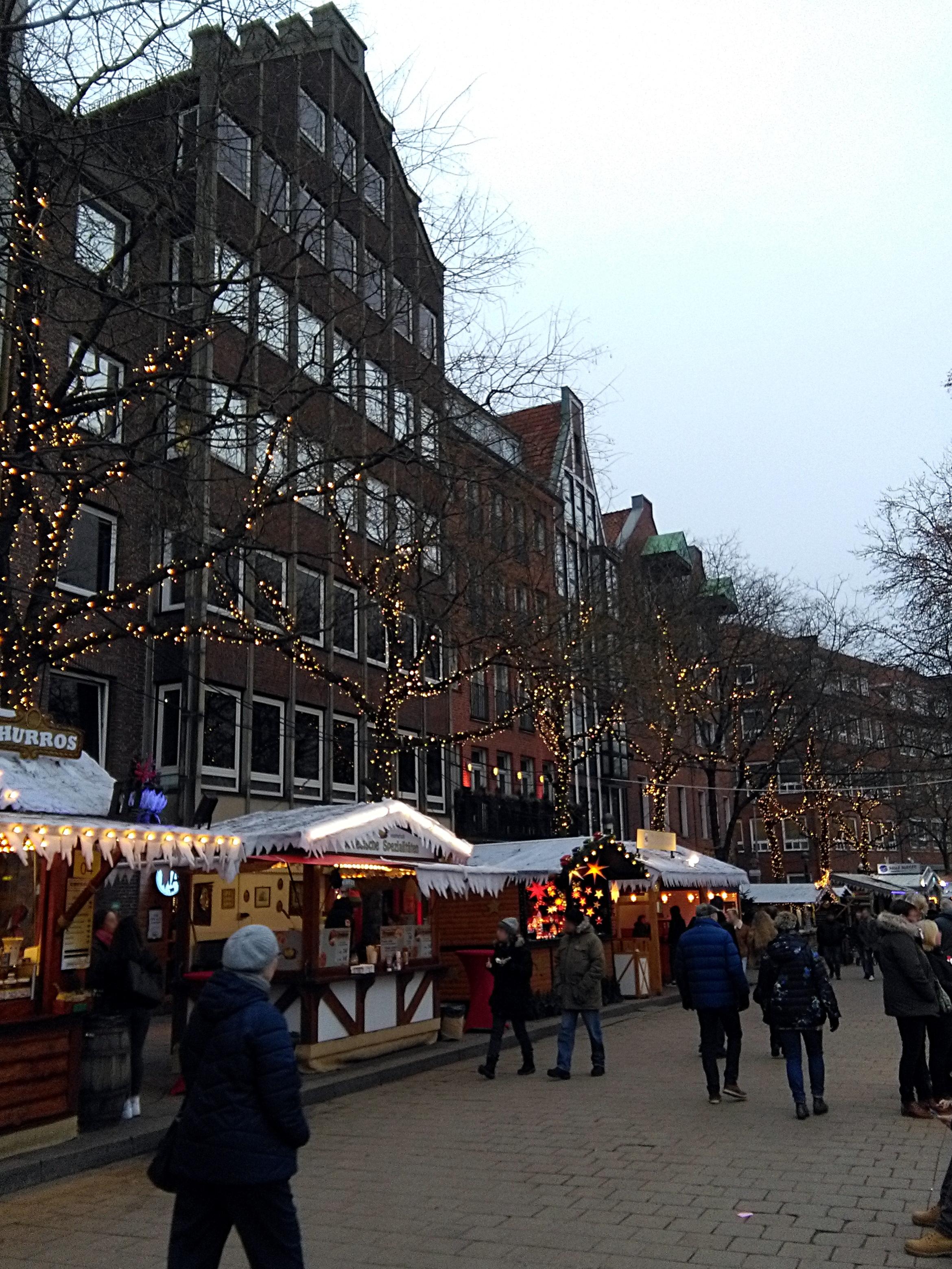 150616-weihnachtsmarkt-buden