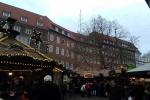 131557-weihnachtsmarkt-staende